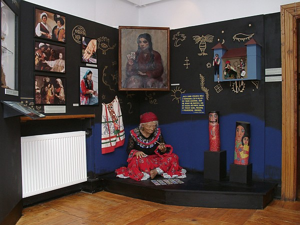 The Romani. History and Culture
