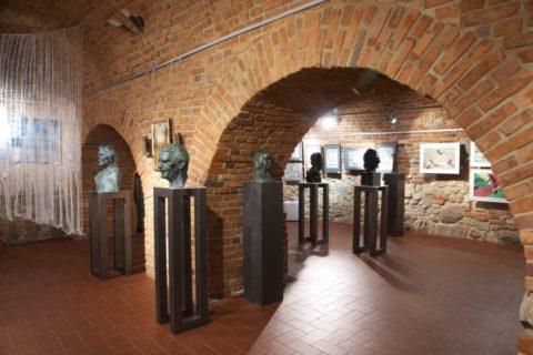 STUDIUM 80 – jubileuszowa wystawa absolwentów Państwowego Zawodowego Studium Konserwacji Dzieł Sztuki wTarnowie (lata 1980-1982)