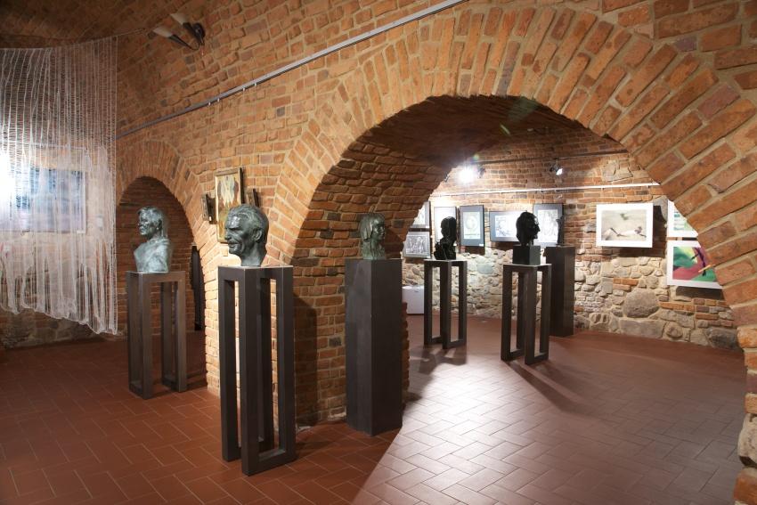 STUDIUM 80 – jubileuszowa wystawa absolwentów Państwowego Zawodowego Studium Konserwacji Dzieł Sztuki w Tarnowie (lata 1980-1982)