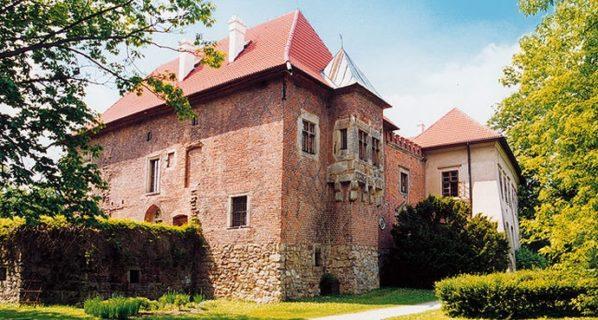 Zamek wDębnie nieczynny 20 maja 2018 r. (wniedzielę)