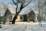 Dwór w Dołędze - widok zewnętrzny (zima)