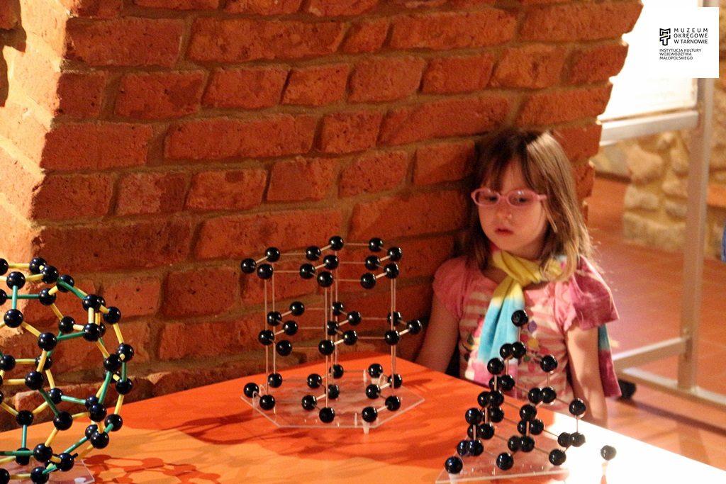 Wakacyjne zajęcia muzealne wtajemniczym nanoświecie