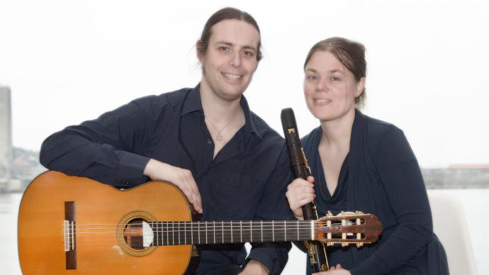 """Holenderski duet muzyczny """"Duo NIHZ"""" zagrał wdębińskim zamku (galeria, wideo)"""